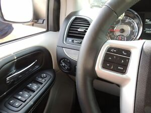 2016 Chrysler Town & Country Touring-L Windsor Region Ontario image 8