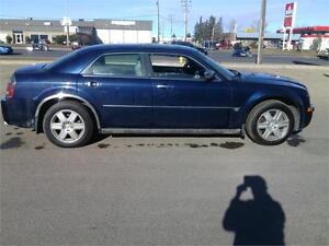 CHRYSLER 300 C HEMI & AWD  RARE VEHICLE COME FINANCE TODAY!!