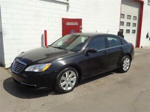2013 Chrysler 200 Touring ~ Remote start ~ 89,000kms ~ $8,999