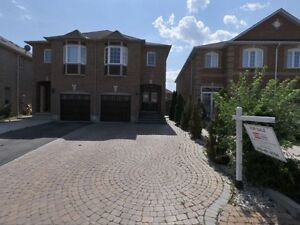 04 BedRooms House Rental for Short-term Heartland Mississauga