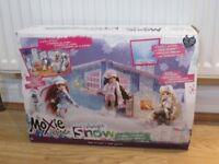 Moxie Girl dolls and ski chalet