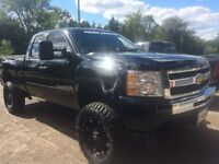 2009 Chevrolet Silverado 1500 V8 with 7.5 in lift and 35s