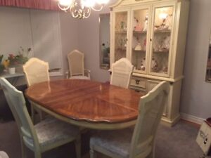 MOVING MUST SELL-MAKE OFFER-Immaculate Dining table and cabinet