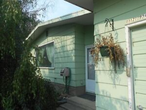 #5581 - MUST SEE!! Full House in Mountview w/ Garage Avail. Now