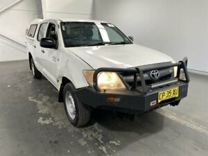 2006 Toyota Hilux GGN15R SR Super White 5 Speed Manual Dual Cab Pick-up Beresfield Newcastle Area Preview
