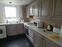 A Large 3 BEDROOM , Unfurnished Flat - 2E High Street, Johnstone, PA5 8JY