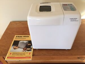 Black & Decker automatic breadmaker very nice and clean