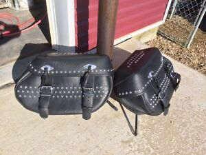 Harley Davidson Heritage Softail leather saddlebags - Peace Rive