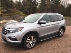 2018 Honda Pilot Touring DEMO WITH 5000 POUNDS TOWING PACKAGE AN