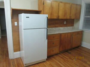 Bright 2 bedroom apartment for rent, UTILITIES INCLUDED may 1st