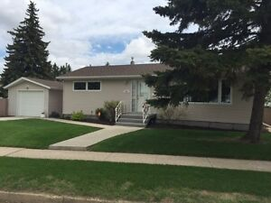 Immaculate Home for Sale in Mature Neighbourhood of Lloydminster