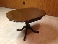 #20 Table with piano feet