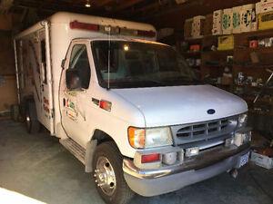 1997 Ford E-350 Ex Ambulance Minivan, Van