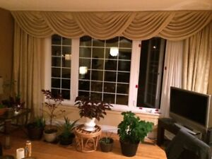1 Room in 3 Bedrooms house, furnished for a female roommate rent