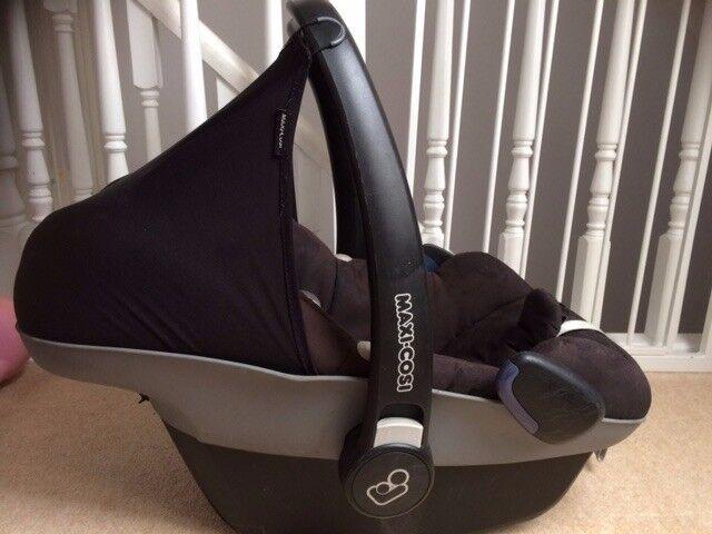 Maxi Cosi Pebble baby car seat & base