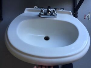 PedestelSink with taps