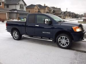 2011 Nissan Titan SL 4x4 King Cab -  Excellent Condition