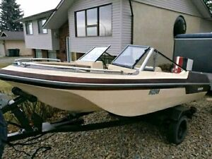 Edson Tri Hull Boat with Chrysler 120HP