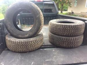 pneu d'hiver 225-70-16