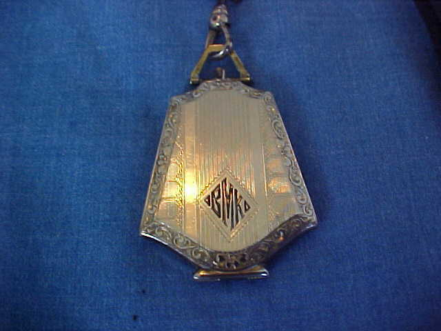 ANTIQUE ENGAGEMENT LOCKET GOLD FILLED VICTORIAN PERIOD WITH TWO 1920s PHOTOS