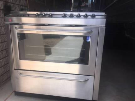 Oven 900 cm in great condition make an offer