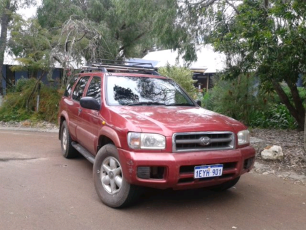 4x4 Nissan Pathfinder year 2000 for sale