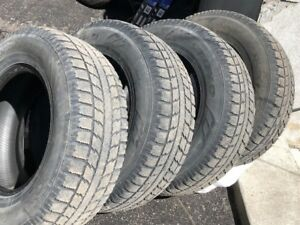4 pneus d'hiver Toyo Observe GSi5 245/70R16