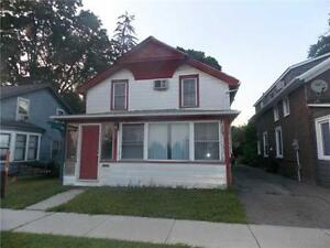 700 Sqft apt suitable for 2 people in Fort Erie. 800.00+Hydro