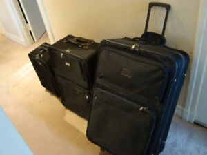 LYNX 3 PIECE BLACK CLOTH LUGGAGE SET ON WHEELS
