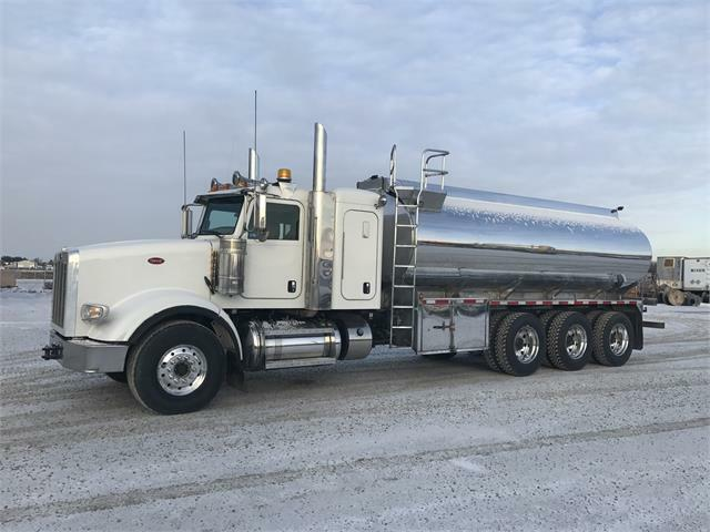 Kijiji Edmonton Heavy Trucks: 2014 Peterbilt 367 Tri Drive Potable Water Truck