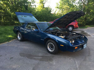 1985 Camaro (Original kms)