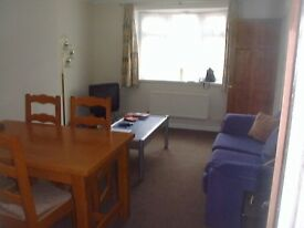 2 Double bedrooms 3 mins from Southampton Uni. NO FEES. Nice House,quiet street, for mature students