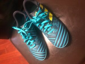 Adidas Kids Indoor Soccer Shoes like new Size 5