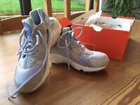 Nike Air Huarache girls trainers (Size 7)