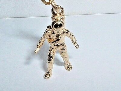 14K YELLOW GOLD 3D ASTRONAUT SPACE CHARM