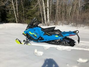 Motoneige Skidoo Renegade Backcountry 2018 Hybride
