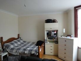 Studio Flat All included £950 .