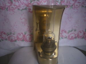 Lampe a l'huile avec support mural / Oil lamp with wall bracket