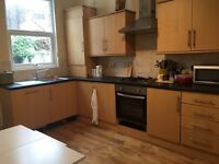 Quality double room available to rent off Edge Lane- All bills included