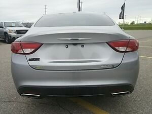 2015 Chrysler 200 S V6 LEDS HEATED SEATS PANO ROOF NAV KEYLESS London Ontario image 4