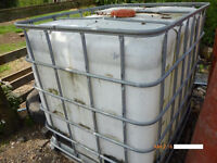 BIG WATER CONTANER WITH TAP BRIL FOR THE GARDEN.HAS METAL CAGE ROUND.