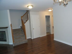 Newly-renovated luxury townhouse in the centre of Kanata