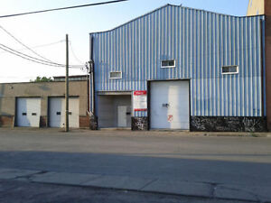 Rent Warehouse Outremont 4500 sq ft open space 25ft ceilings