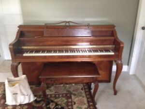 Upright PIANO to GIVE in Sackville, NB/ Piano a DONNER
