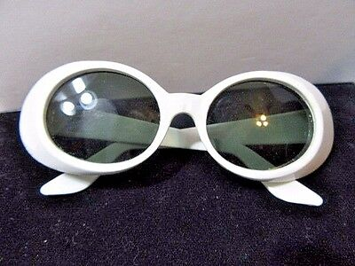 SUNGLASSES WHITE ATOMIC 1960'S MIDCENTURY GRAY LENSES RETRO USA VINTAGE MOD