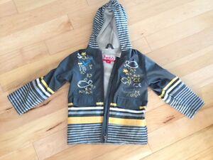 NEW - Rain coat size 2/3 - NEUF Manteau de pluie taille 2 / 3