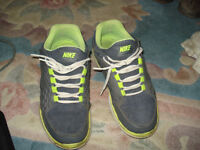 NIKE SPORTS SHOSE SIZE 8.5 GOOD CONDITION CALL 519-673-9819
