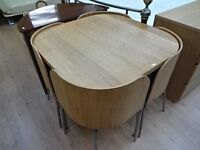 Beautiful Oak table and 4 chairs – road table