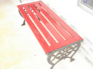 ATTRACTIVE COFFEE TABLE/BACKLESS BENCH