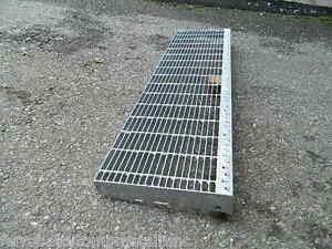 Gradino in ferro zincato per scale sicurezza esterno gradino grigliato 120 cm ebay - Scale in ferro per esterno ...